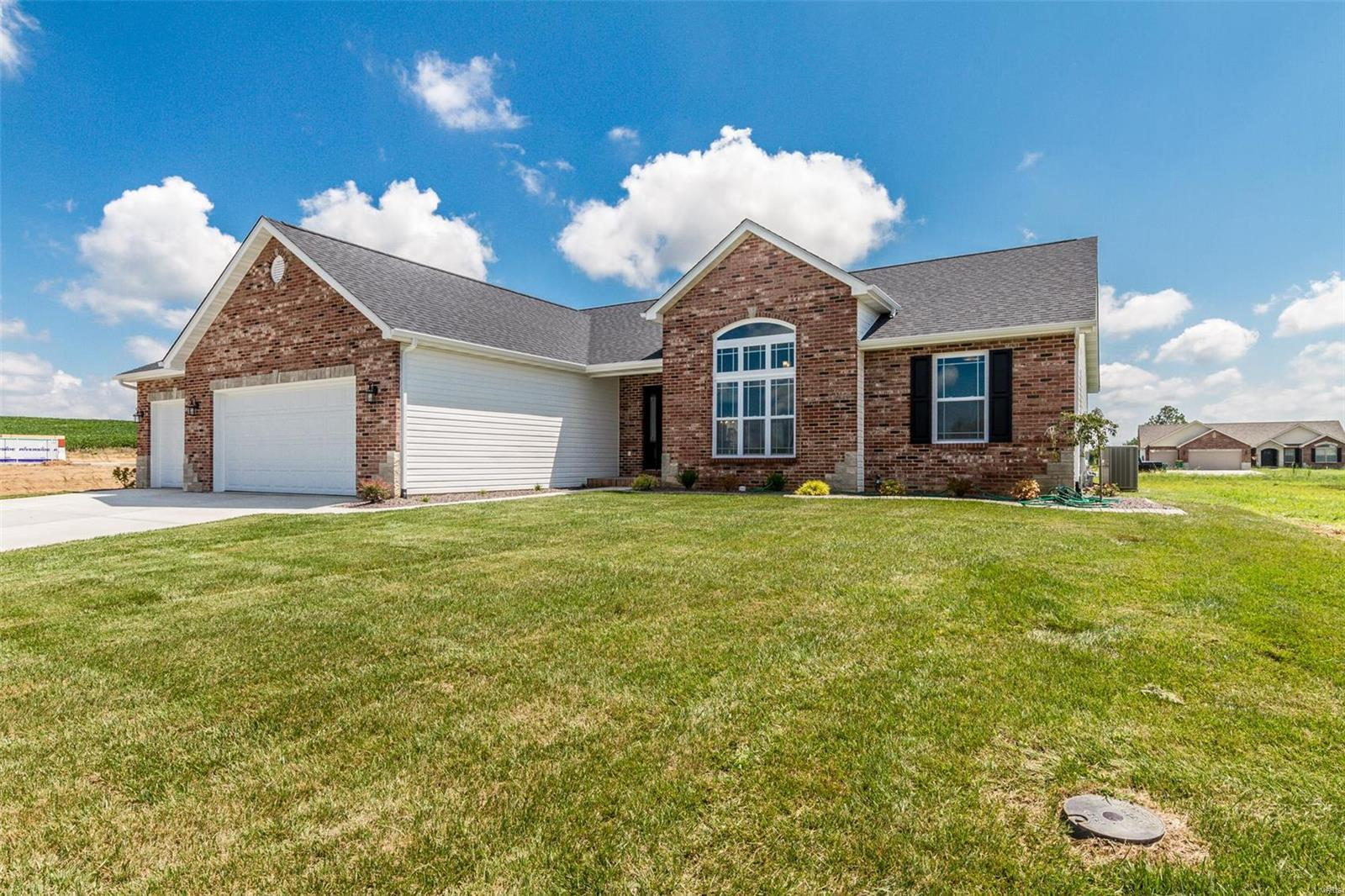 472 Hayden Drive Property Photo - Waterloo, IL real estate listing