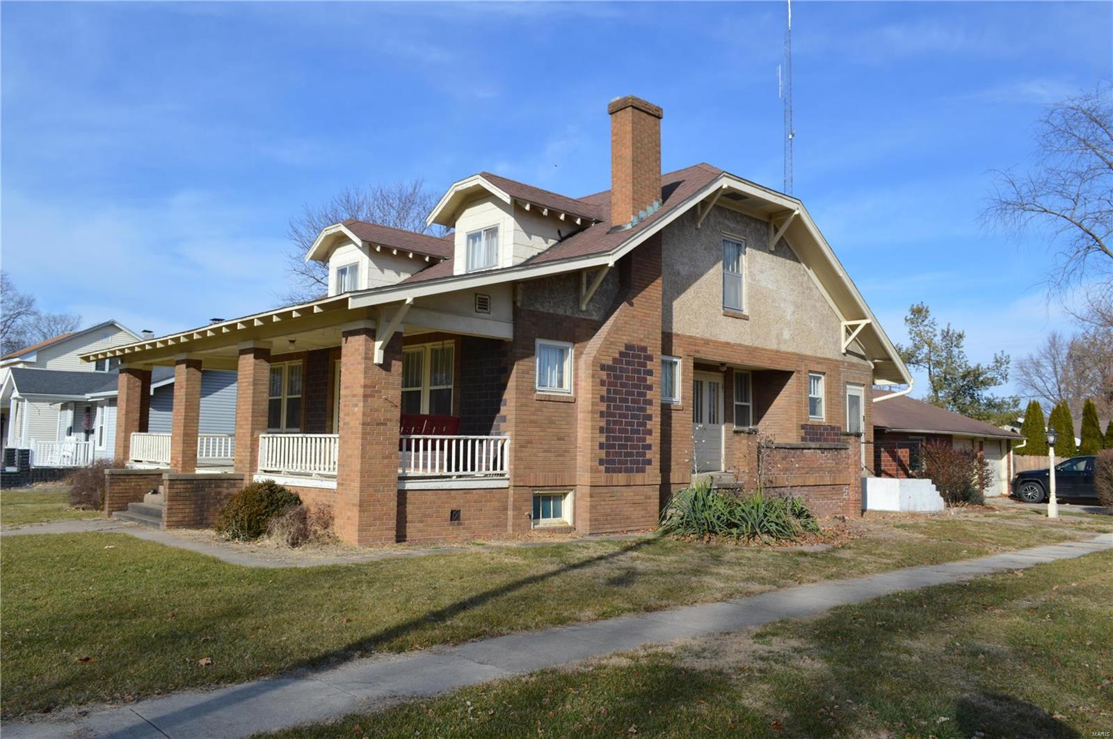 702 Locust Property Photo - Carrollton, IL real estate listing