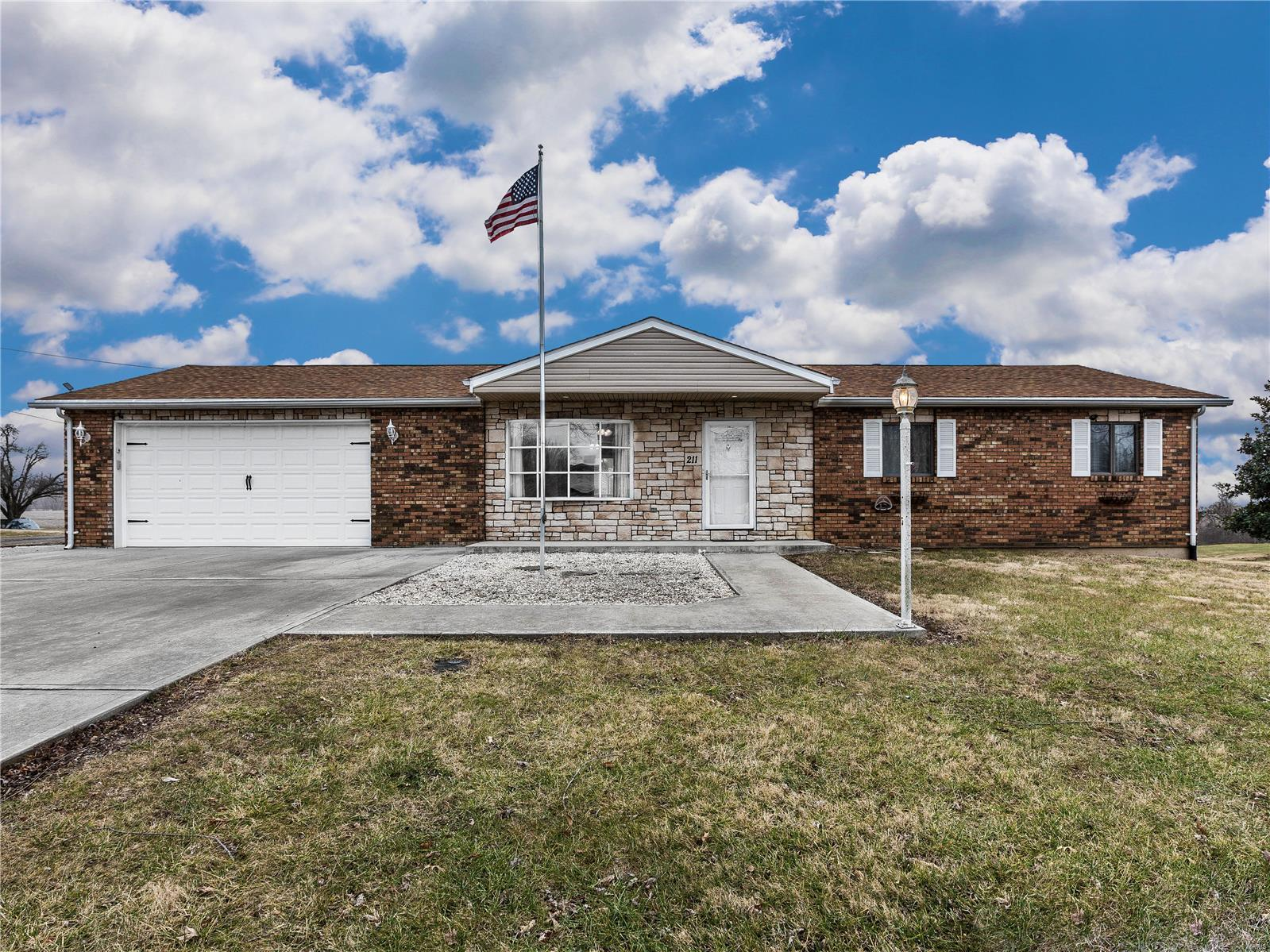 211 Willow Drive Property Photo - Collinsville, IL real estate listing