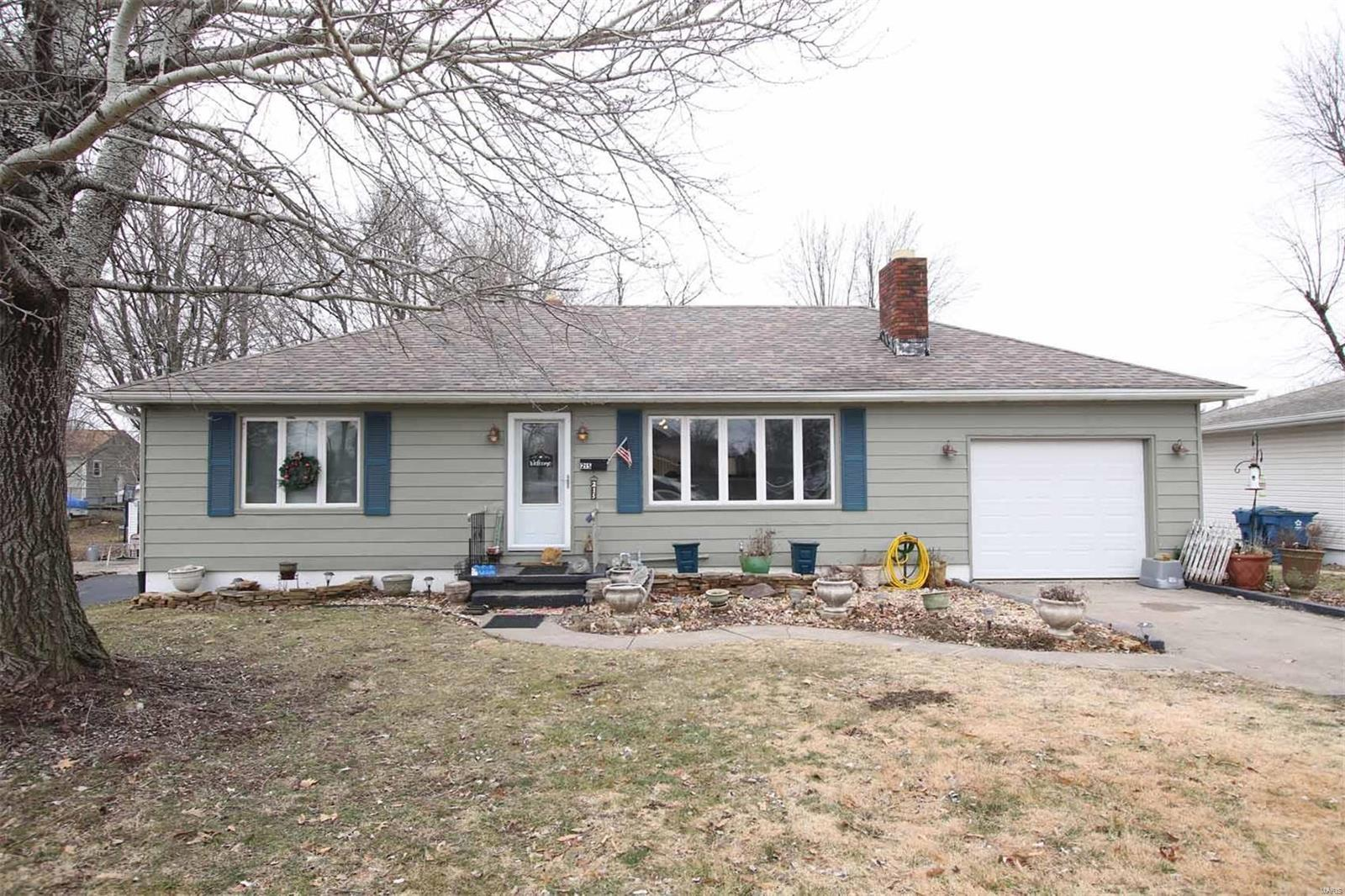 215 Old Bethalto Road Property Photo - Cottage Hills, IL real estate listing