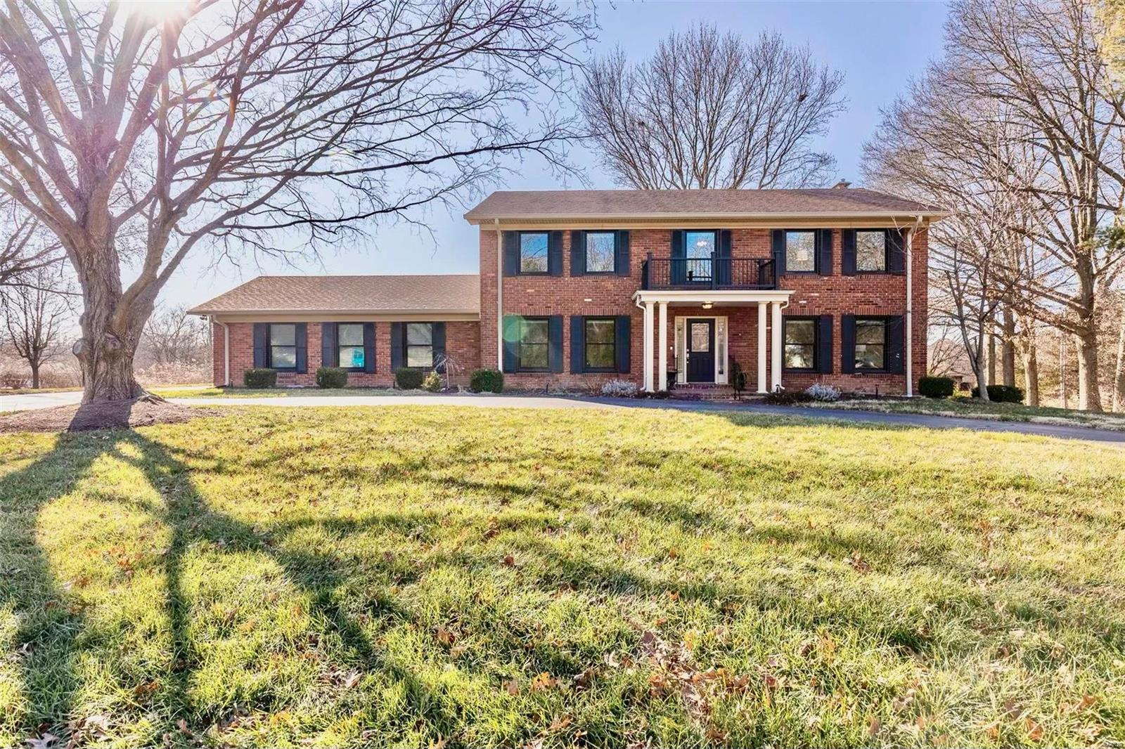 117 Carriage Square Drive Property Photo - Creve Coeur, MO real estate listing