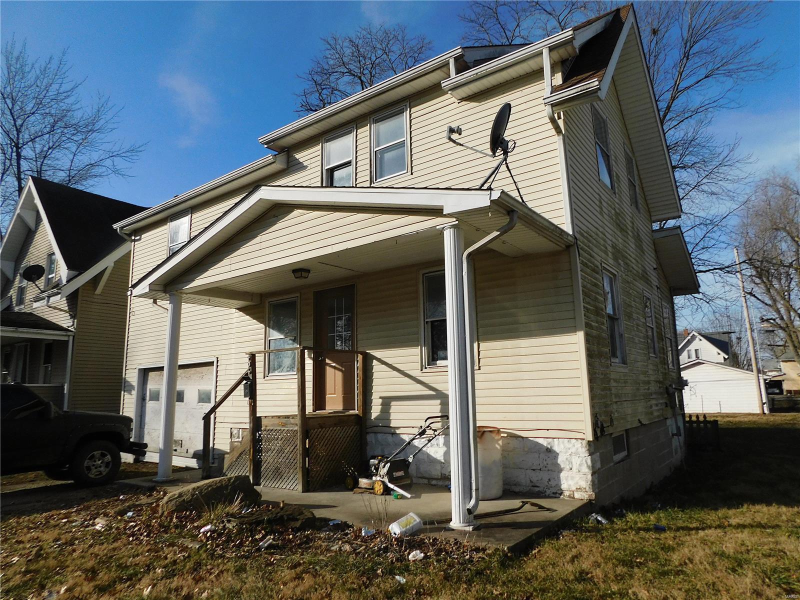 906 Johnson Property Photo - Carlinville, IL real estate listing