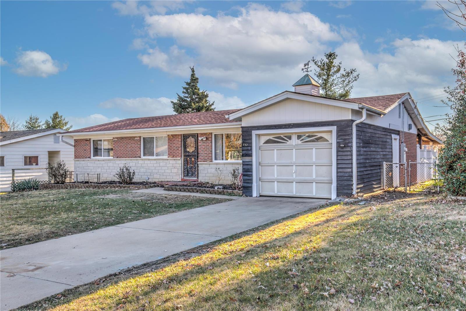 732 Mary Jo Lane Property Photo - Hazelwood, MO real estate listing