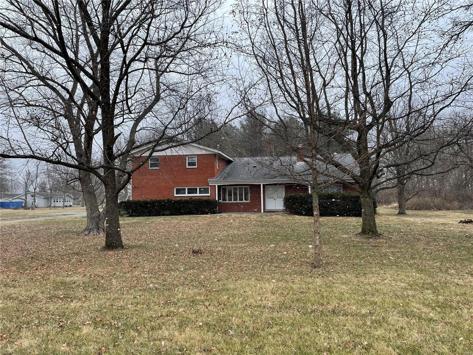 1012 N Idler Lane Property Photo - Greenville, IL real estate listing