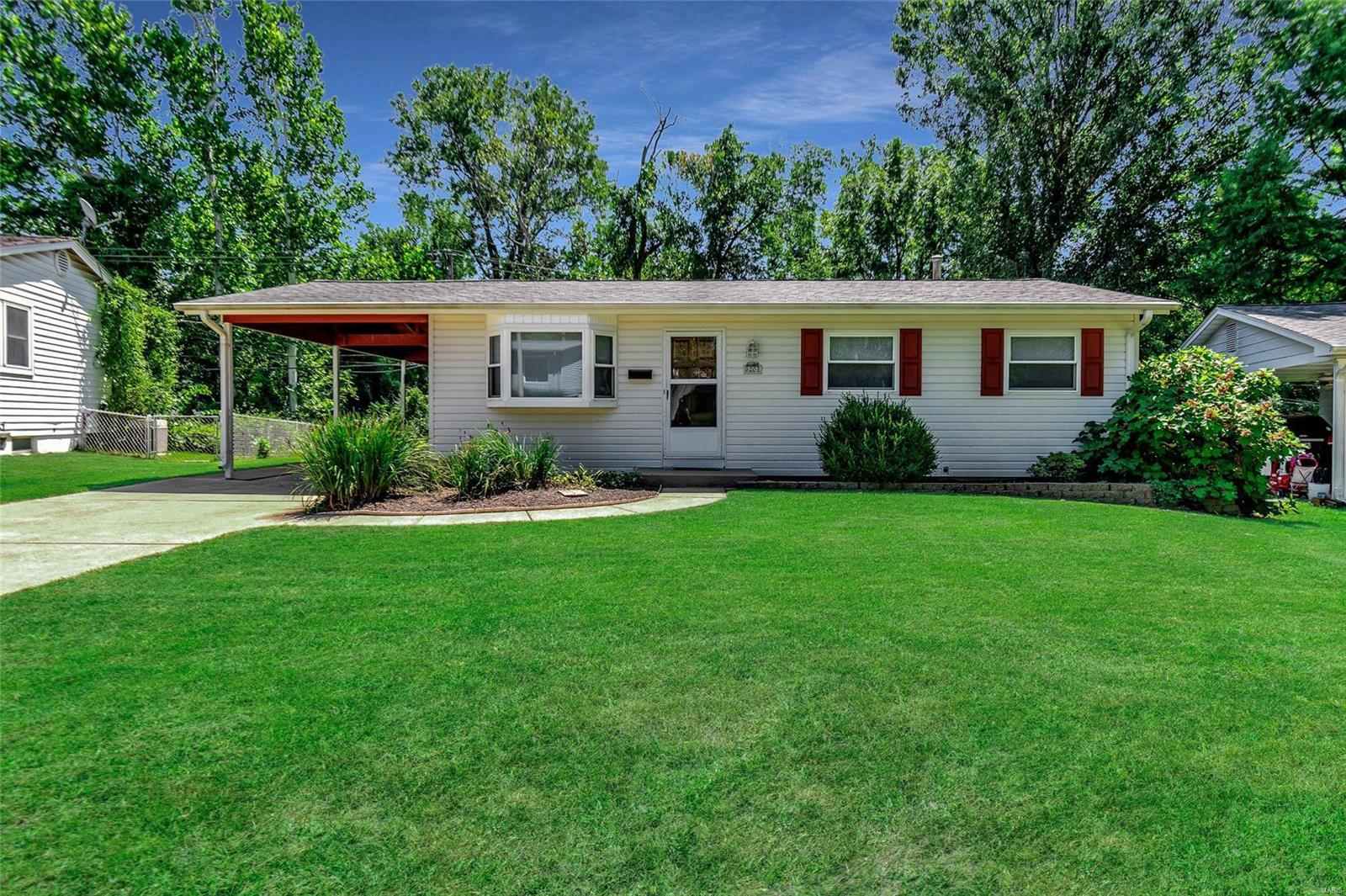 5204 Ville Angela Lane Property Photo - Hazelwood, MO real estate listing