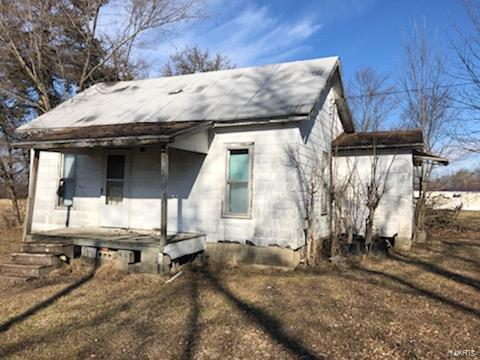 321 W WALNUT Street Property Photo - Brownstown, IL real estate listing