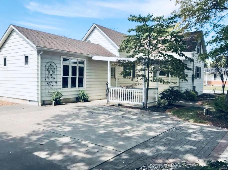122 E Illinois Street Property Photo - Trenton, IL real estate listing