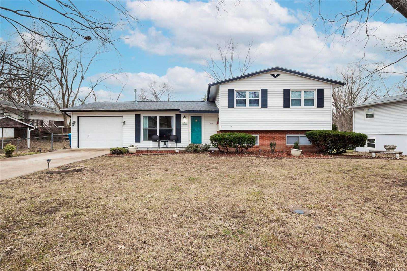 303 Ranch Property Photo - Manchester, MO real estate listing
