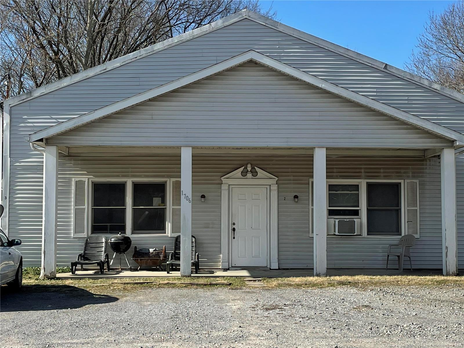 1706 N Russell Property Photo - Marion, IL real estate listing