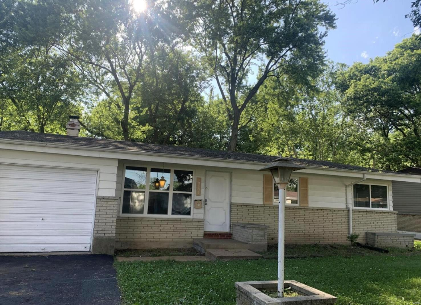 10801 Hallwood Drive Property Photo - St Louis, MO real estate listing