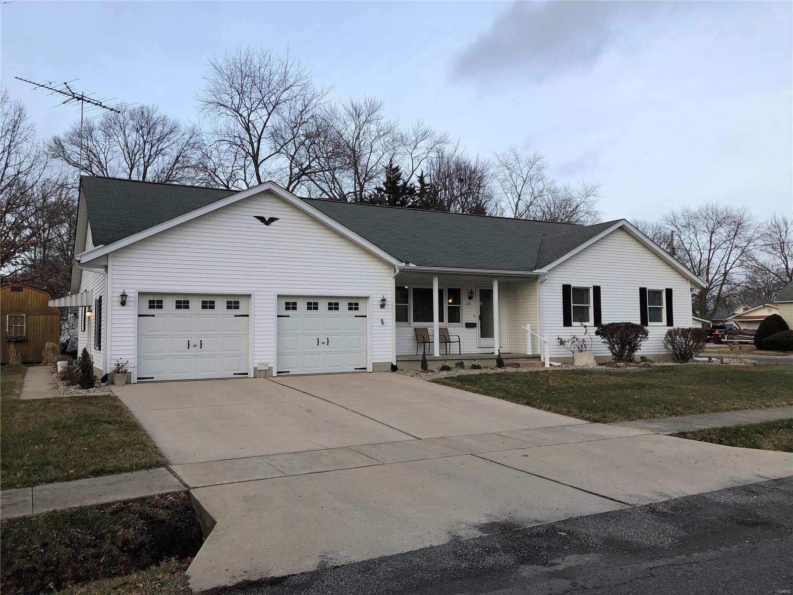 641 E Olive Street Property Photo - Staunton, IL real estate listing