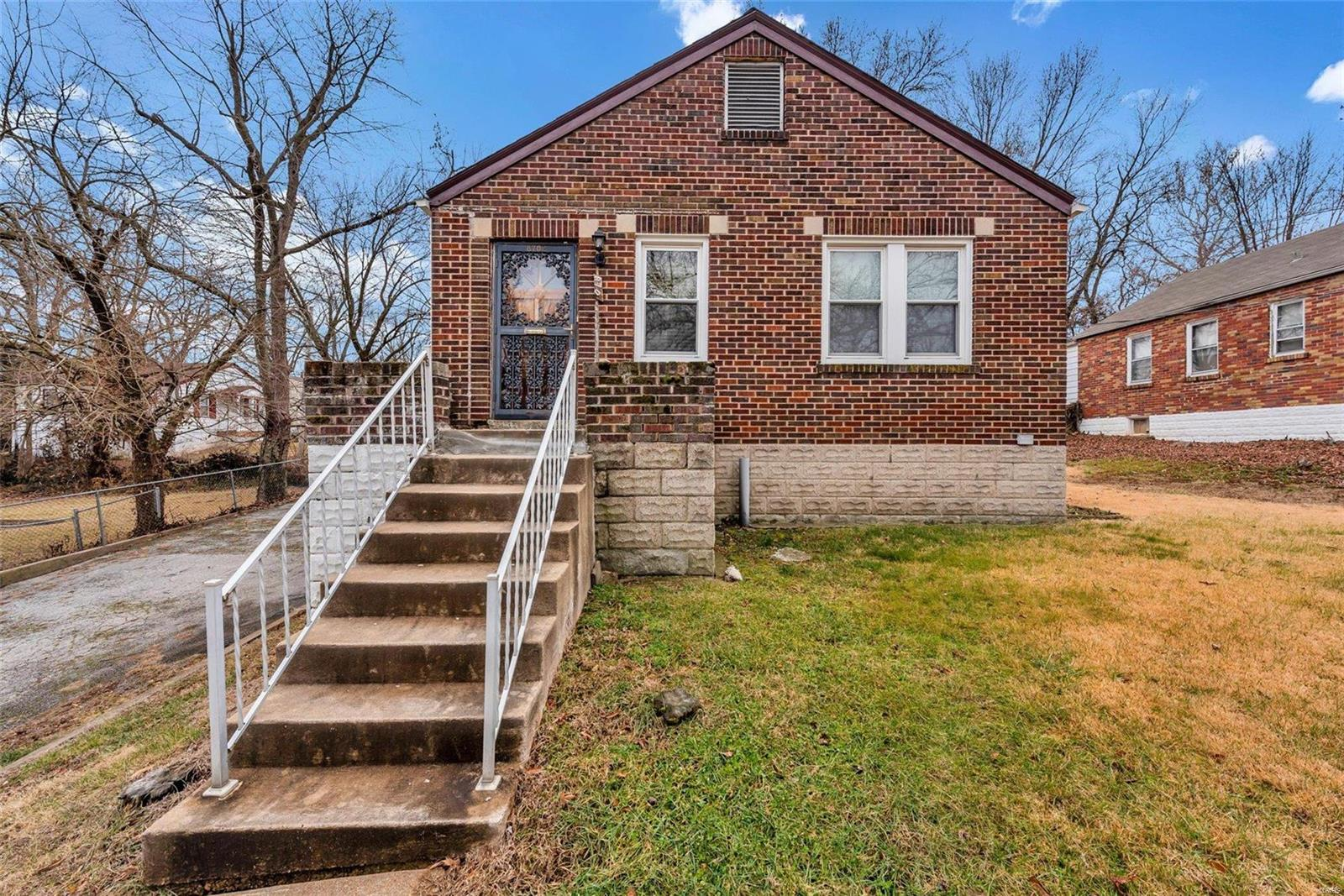 8702 KENDALE DR Property Photo - Bel Ridge, MO real estate listing