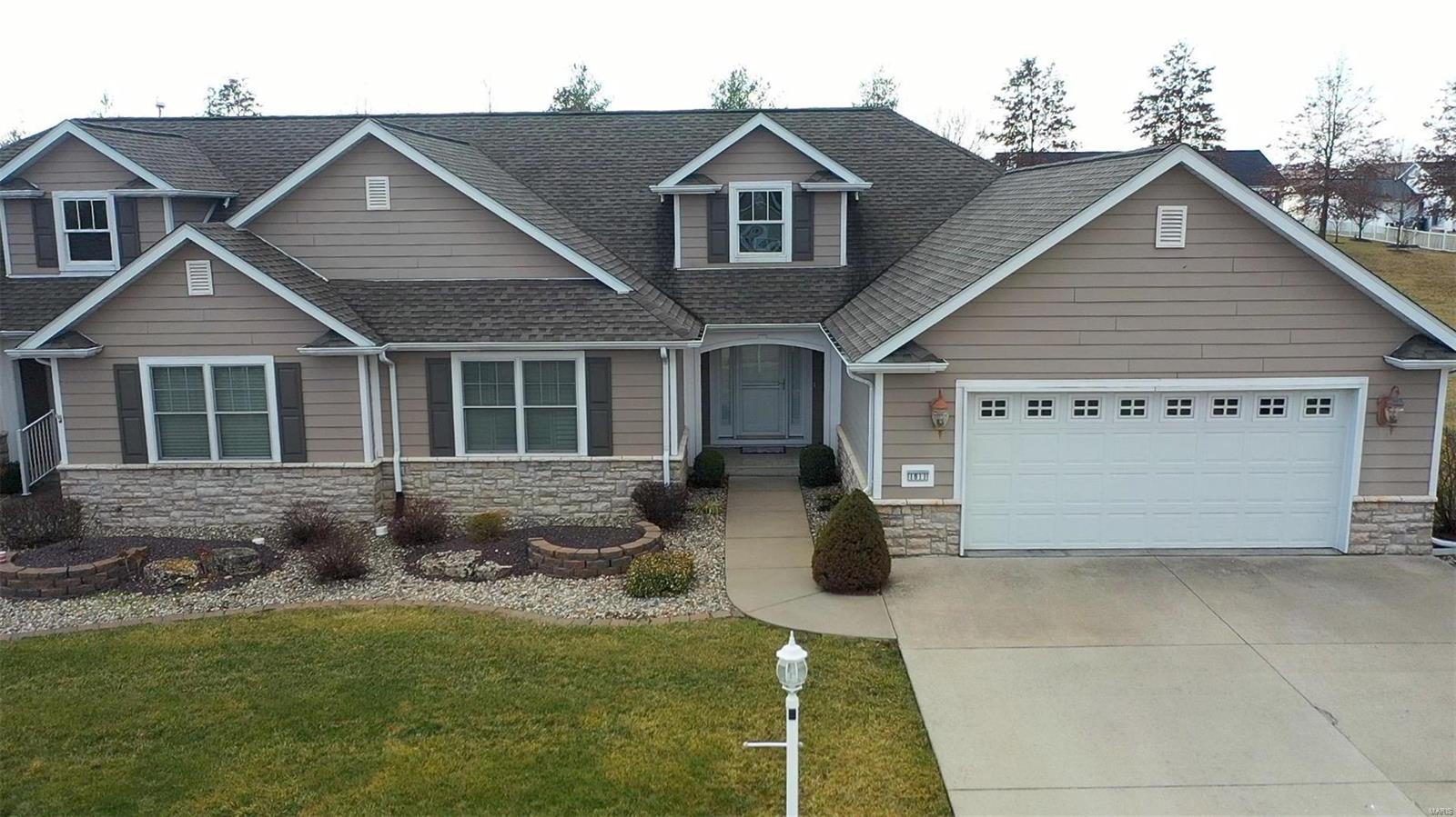 1811 Sycamore Hill Drive #18 Property Photo - Godfrey, IL real estate listing