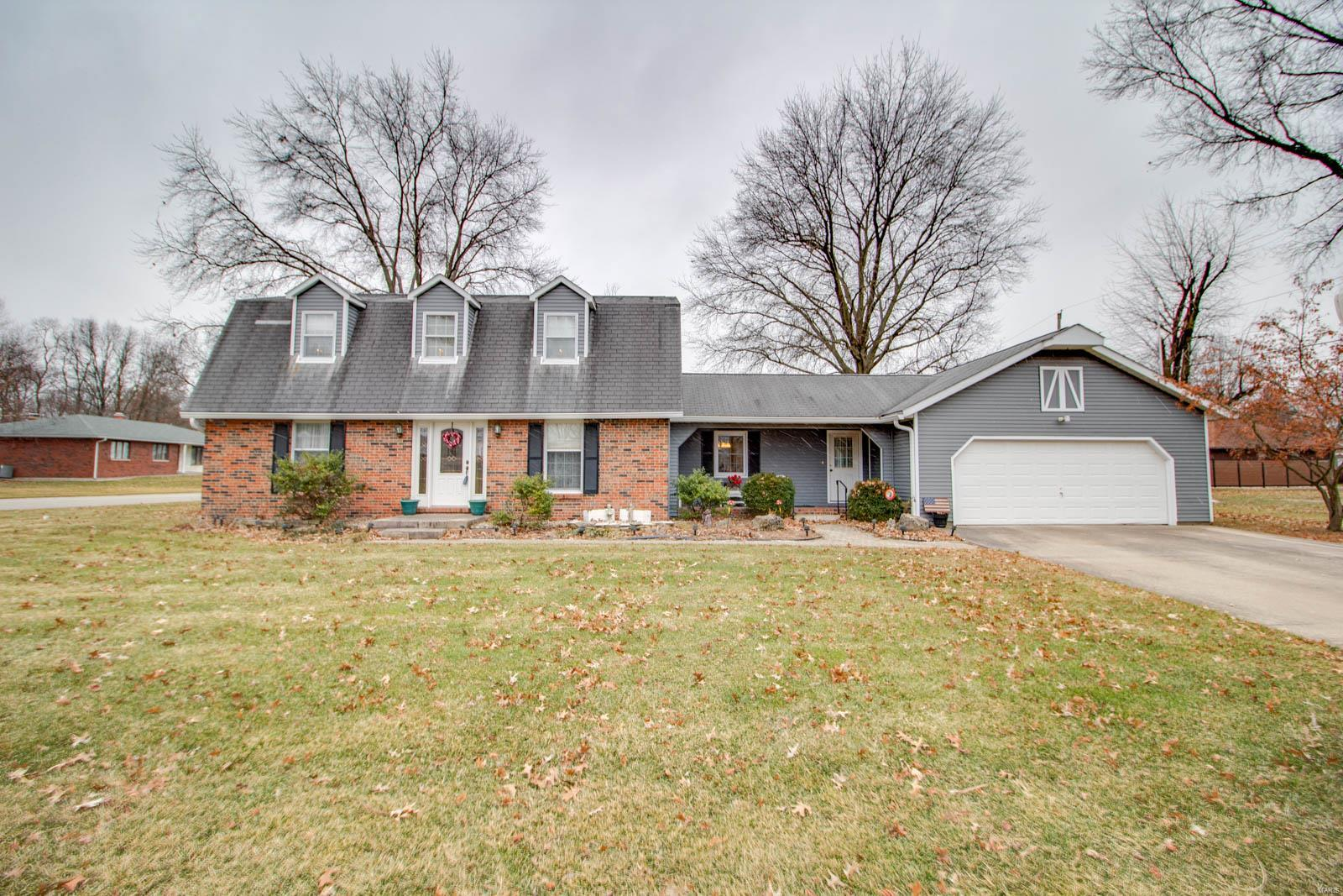 1110 Edgewood Avenue Property Photo - Jerseyville, IL real estate listing