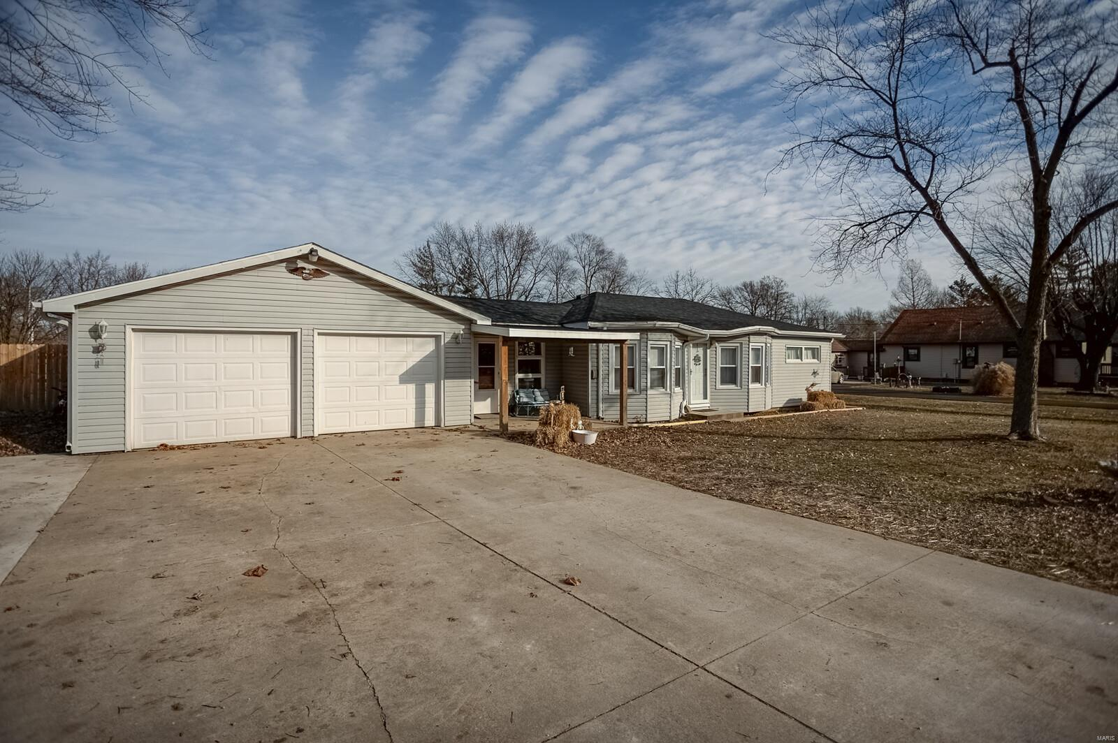 511 E Morgan Property Photo - Bunker Hill, IL real estate listing