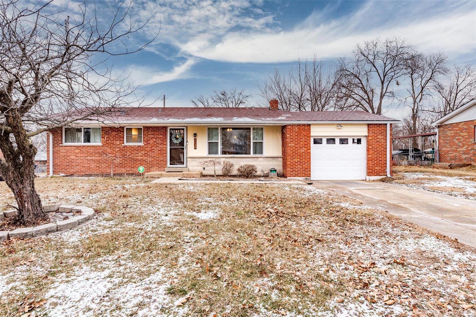 2238 N Warson Property Photo - St Louis, MO real estate listing