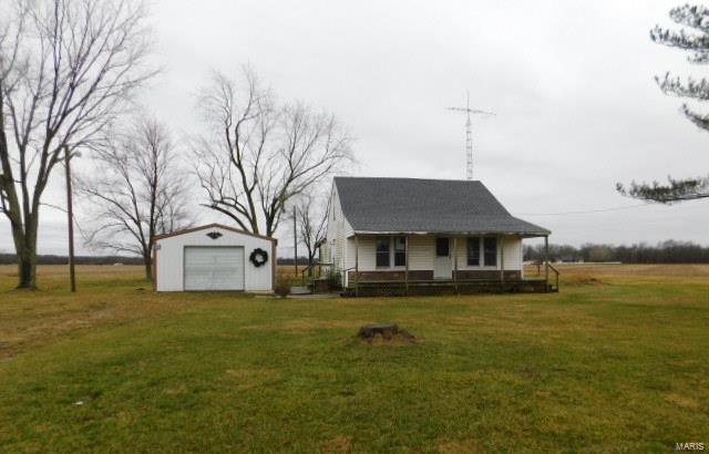 1528 Red Stripe Road Property Photo - Odin, IL real estate listing