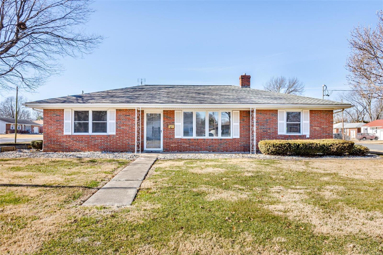 41 N Madison Street Property Photo - Trenton, IL real estate listing