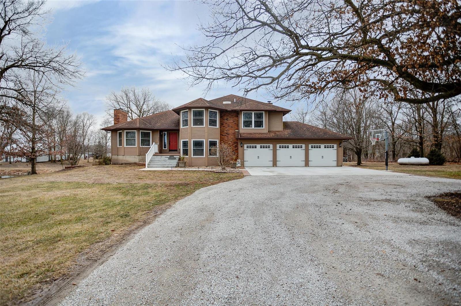 520 City Lake Road Property Photo - Hillsboro, IL real estate listing