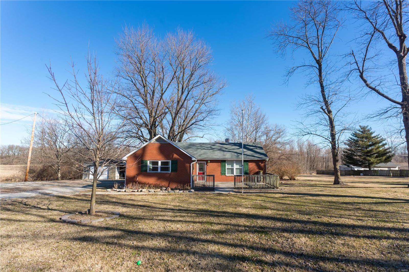 2121 Mullins Creek Property Photo - Dupo, IL real estate listing