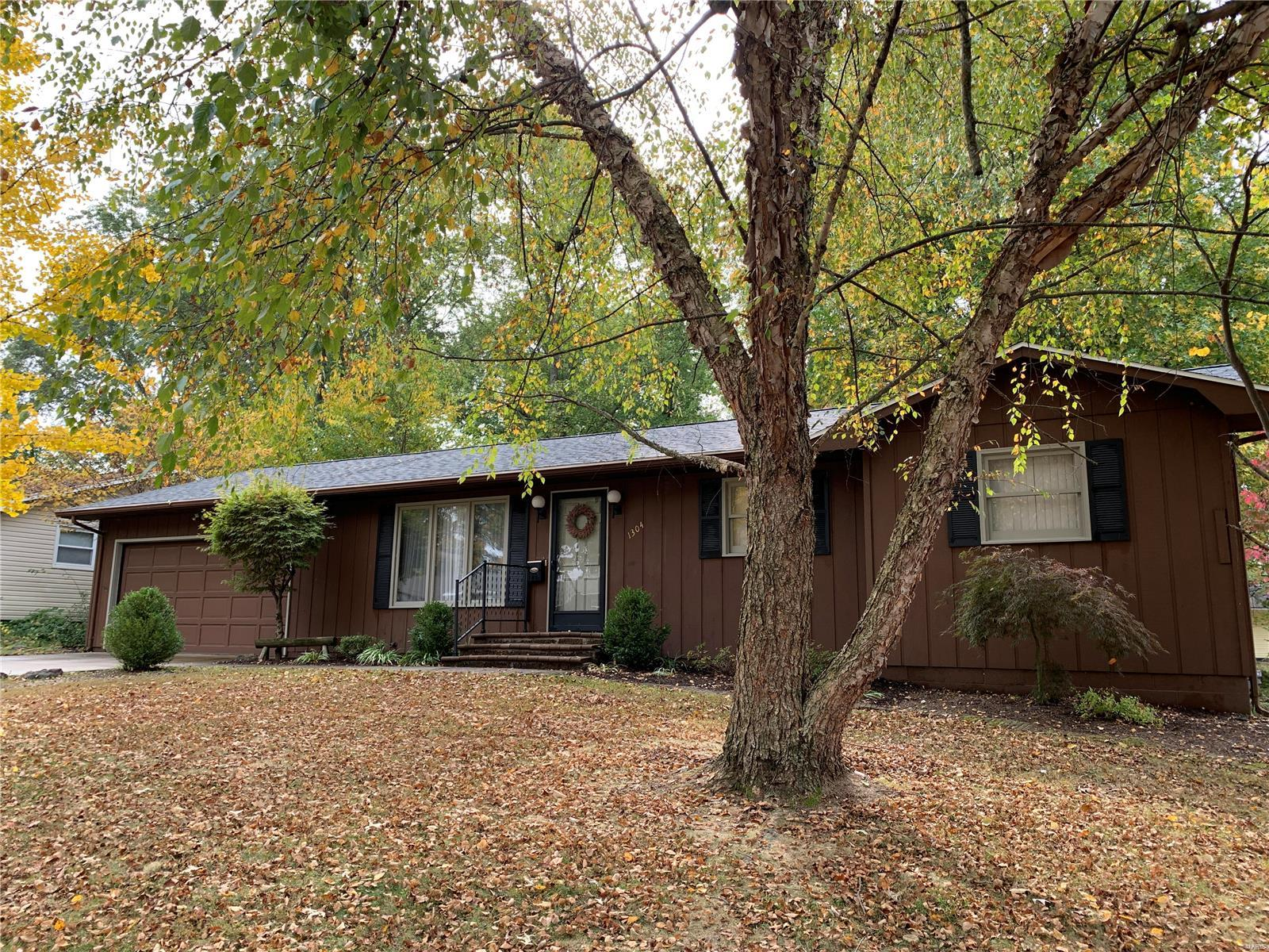 1304 Butternut Property Photo - Greenville, IL real estate listing