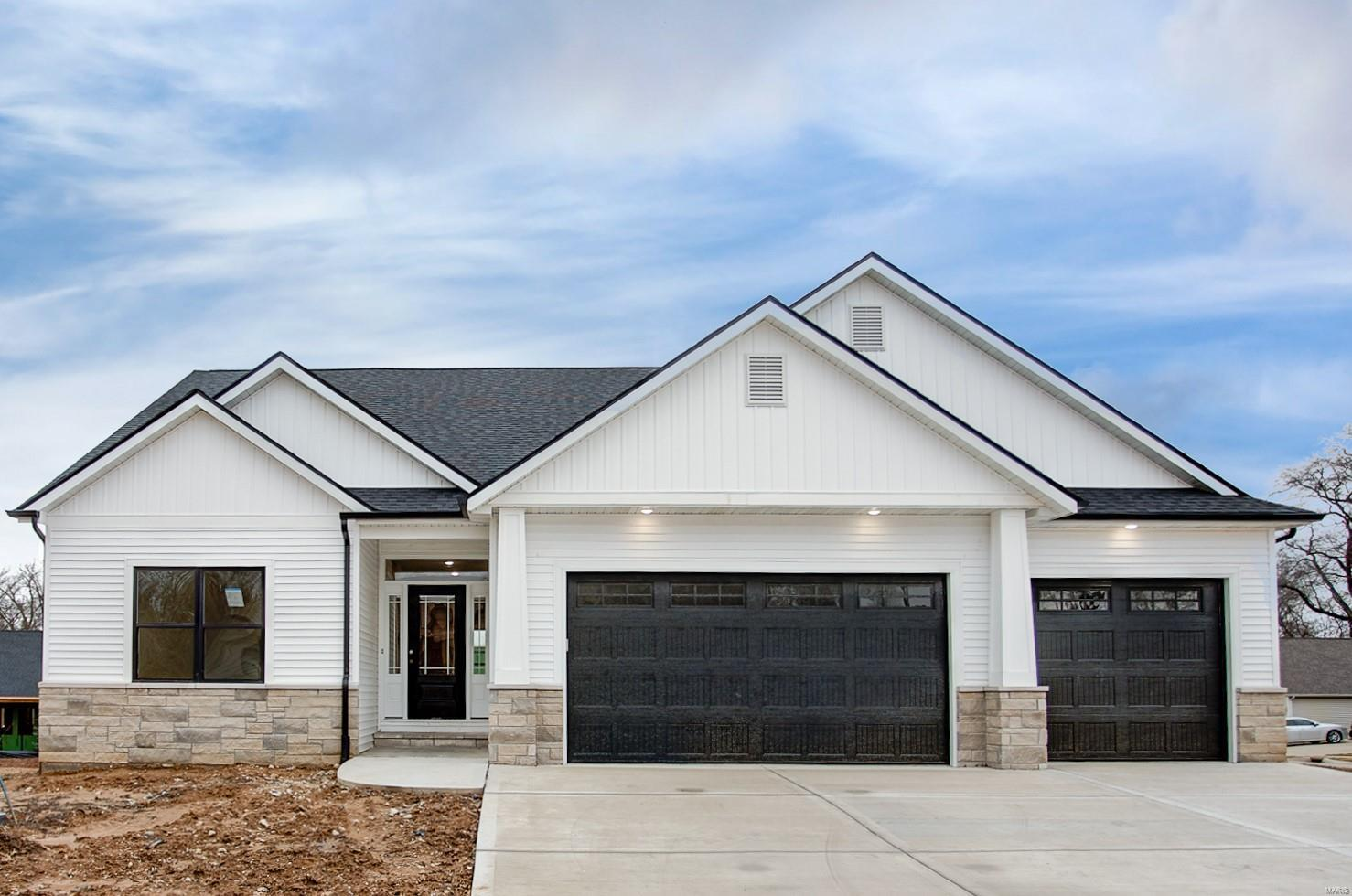 1402 Crimson King Way Property Photo - Troy, IL real estate listing