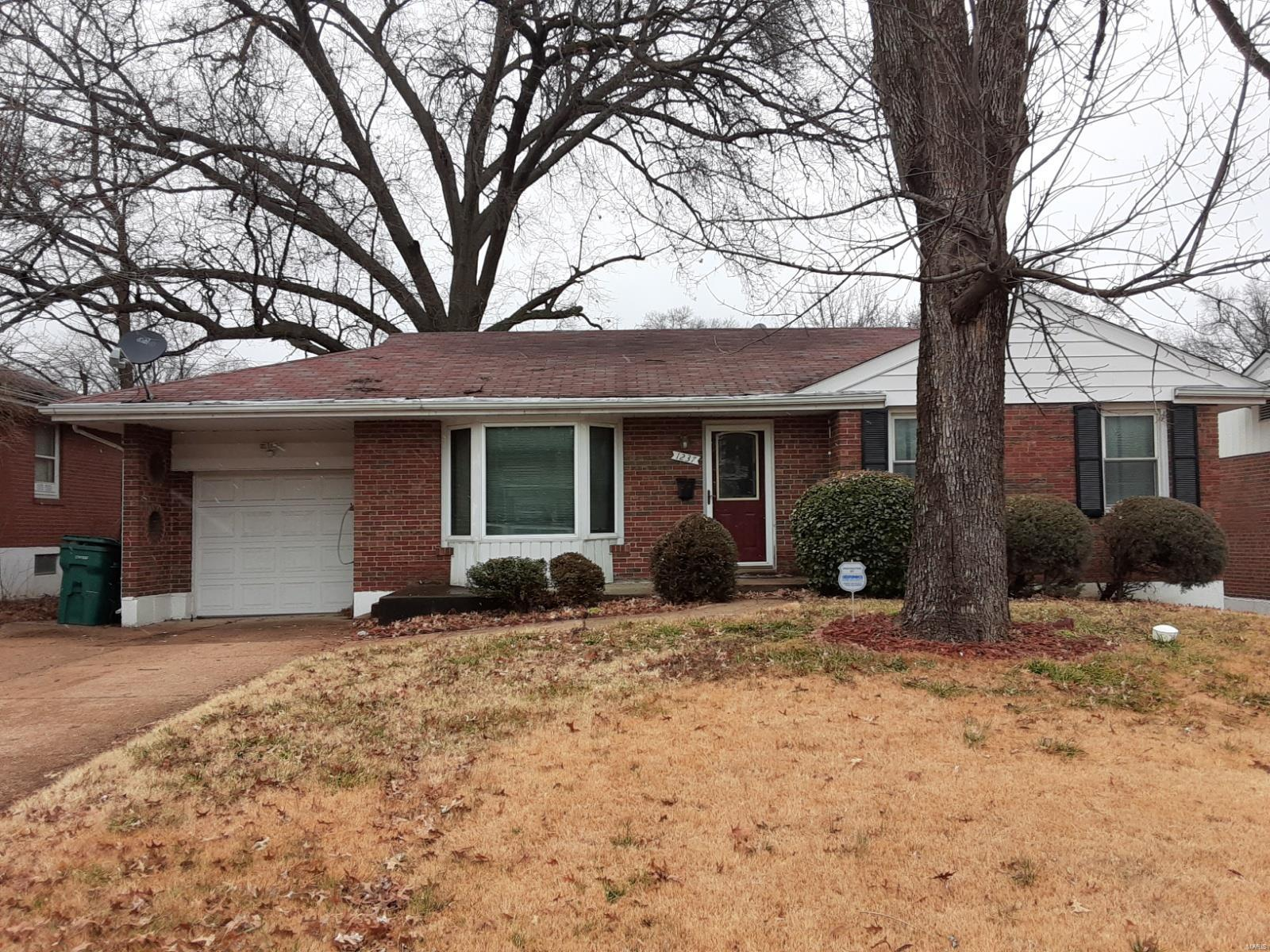 1237 Jennings Station Road Property Photo - Bellefontaine Nghbrs, MO real estate listing
