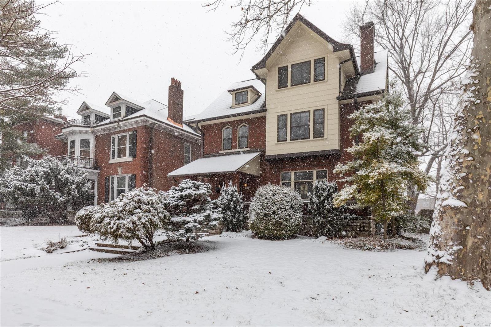 6321 Washington Avenue Property Photo - University City, MO real estate listing