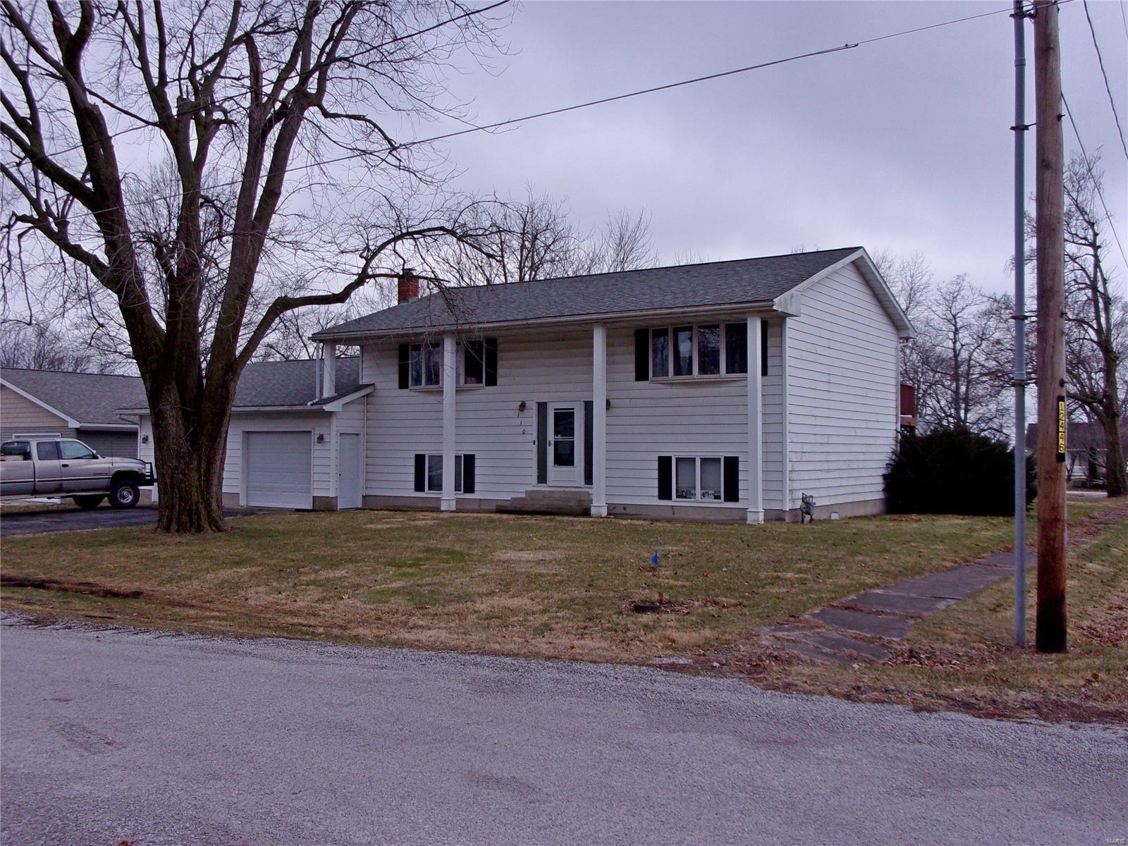 110 S 6th Street Property Photo - Witt, IL real estate listing