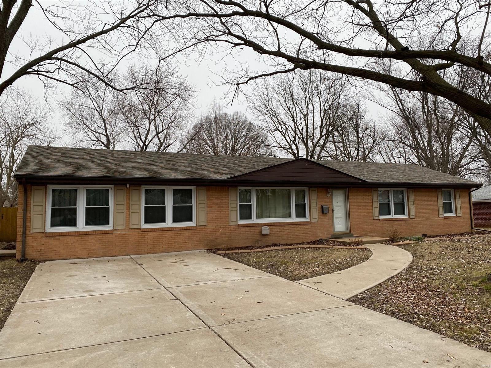 23 Kenwood Drive Property Photo - Hazelwood, MO real estate listing