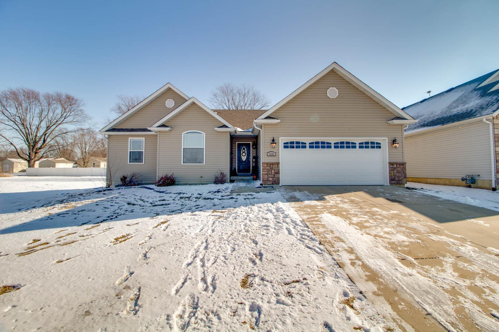 603 Tradewinds Property Photo - Jerseyville, IL real estate listing