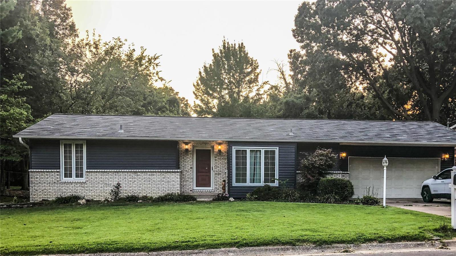 407 E Airwood Drive Property Photo - East Alton, IL real estate listing