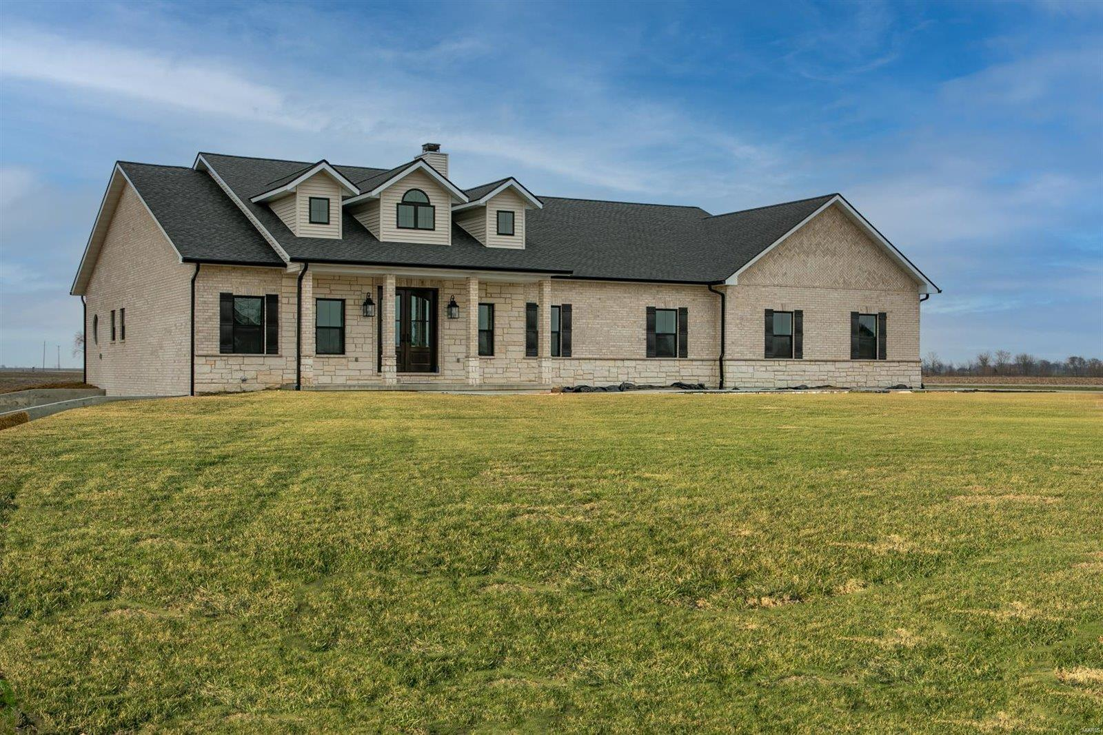 100 Bluebell Lane Property Photo - Highland, IL real estate listing