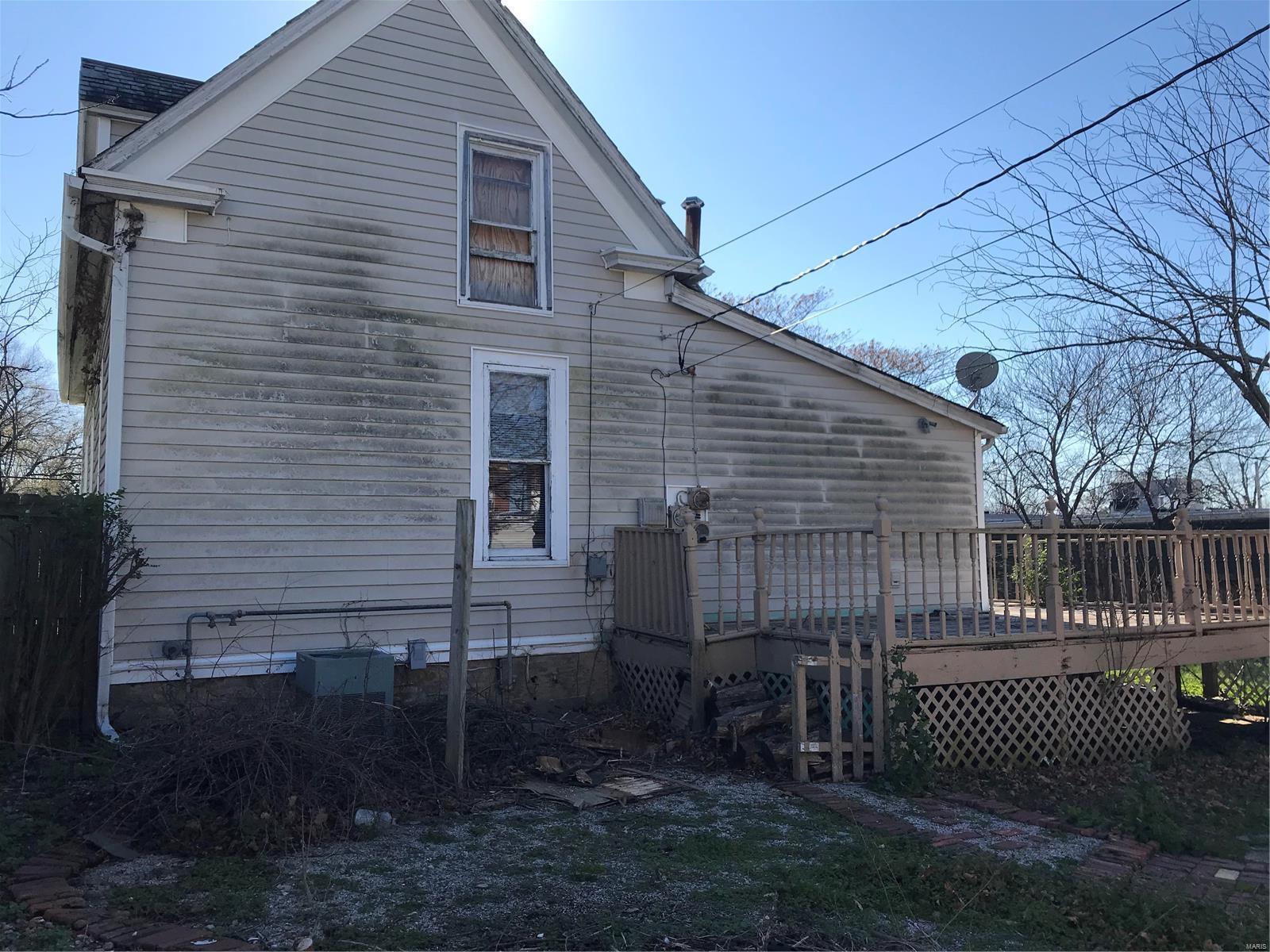 205 E Walton Property Photo - Warrenton, MO real estate listing