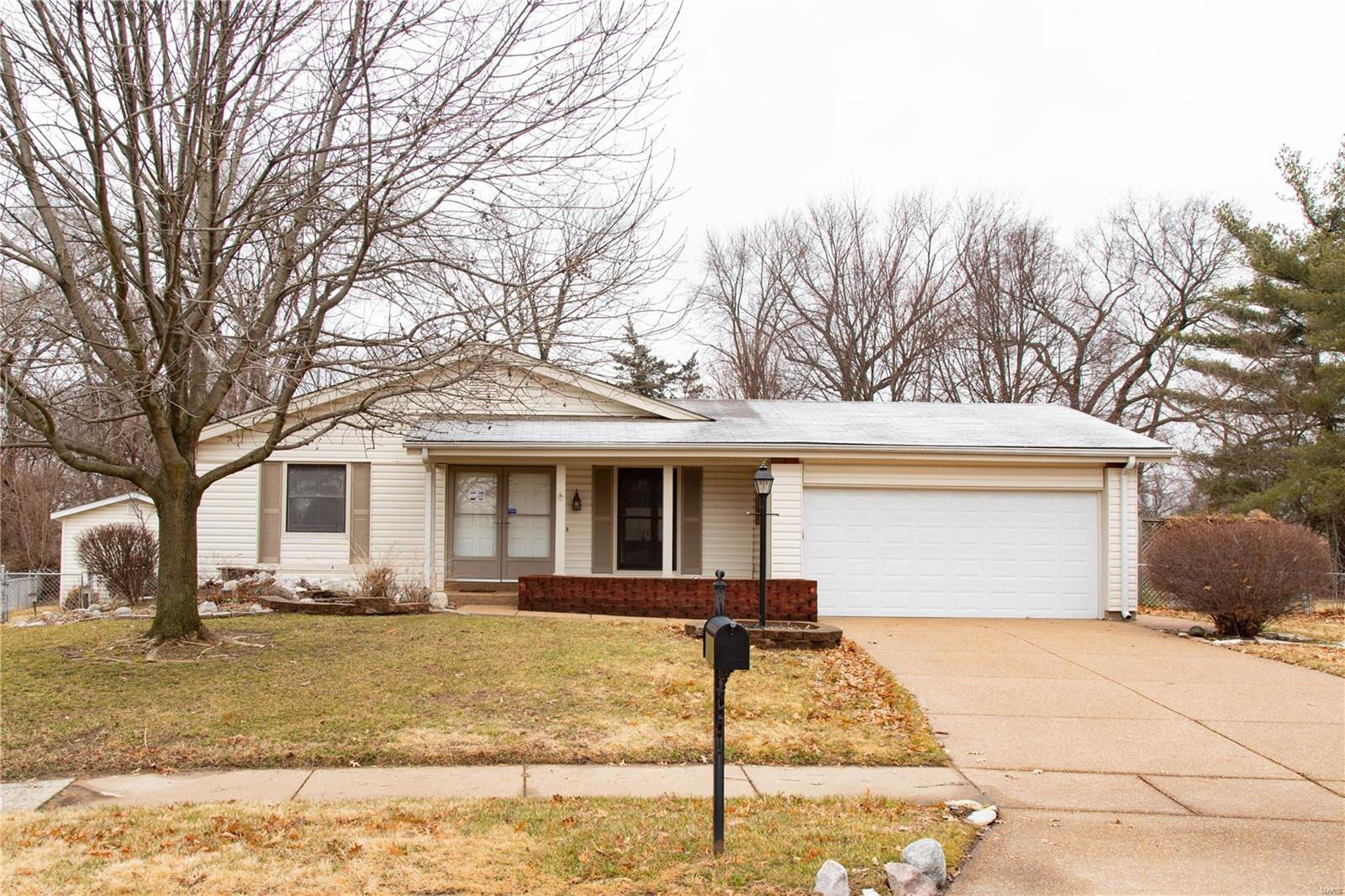 693 Shadow Rock Drive Property Photo - Florissant, MO real estate listing