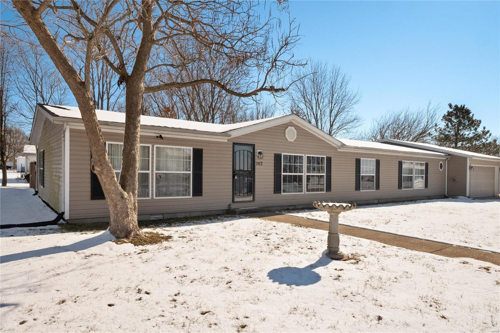 142 Weatherholt Drive Property Photo - New Baden, IL real estate listing
