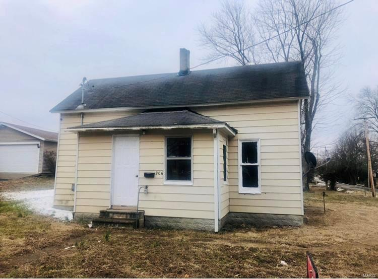 906 S State S Property Photo - Christopher, IL real estate listing