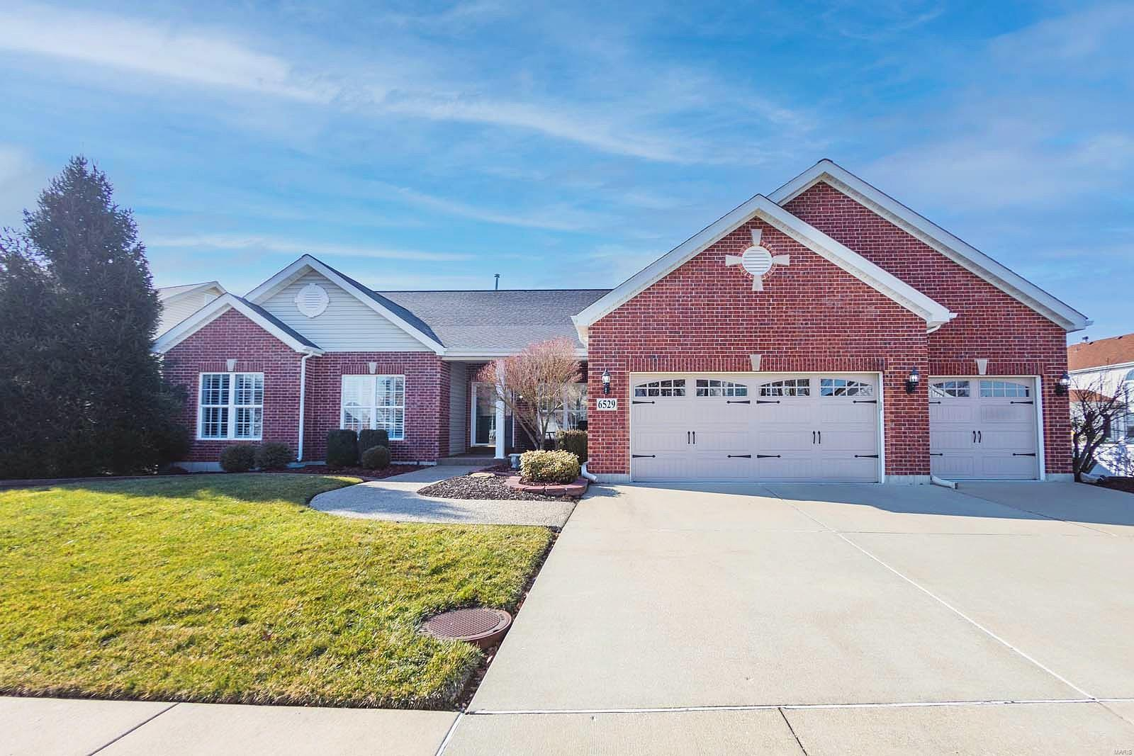 6529 Crescent View Drive Property Photo - St Louis, MO real estate listing