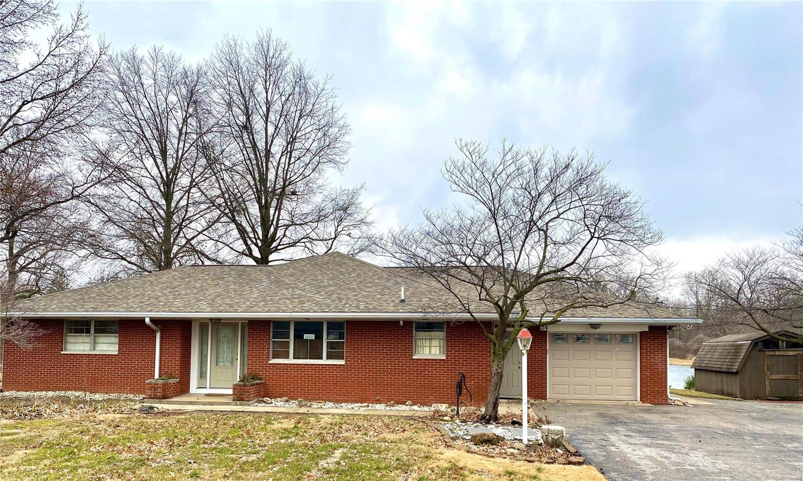 24 Lakewood Court Property Photo - Collinsville, IL real estate listing