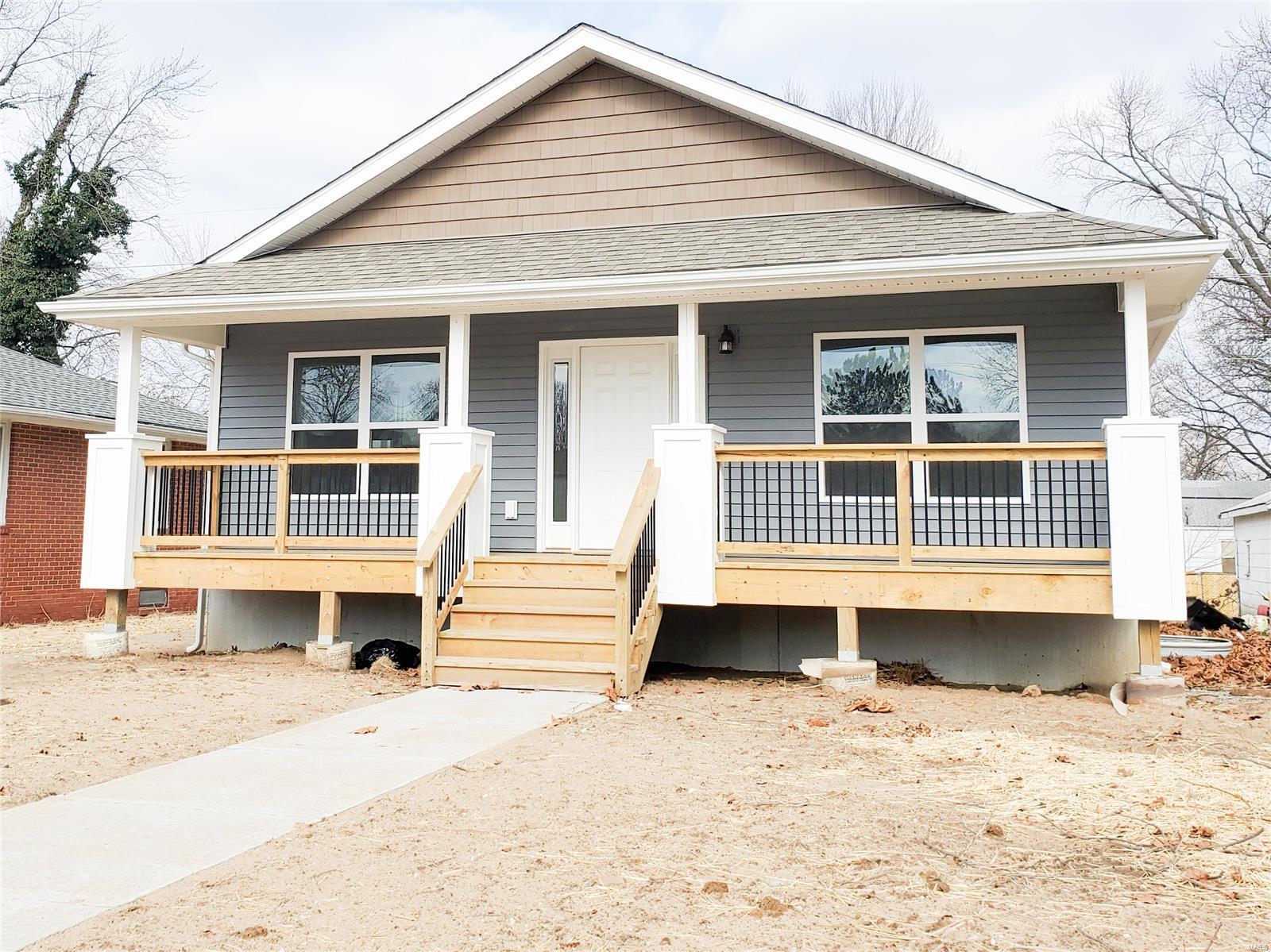 911 E Lorena Avenue Property Photo - Wood River, IL real estate listing