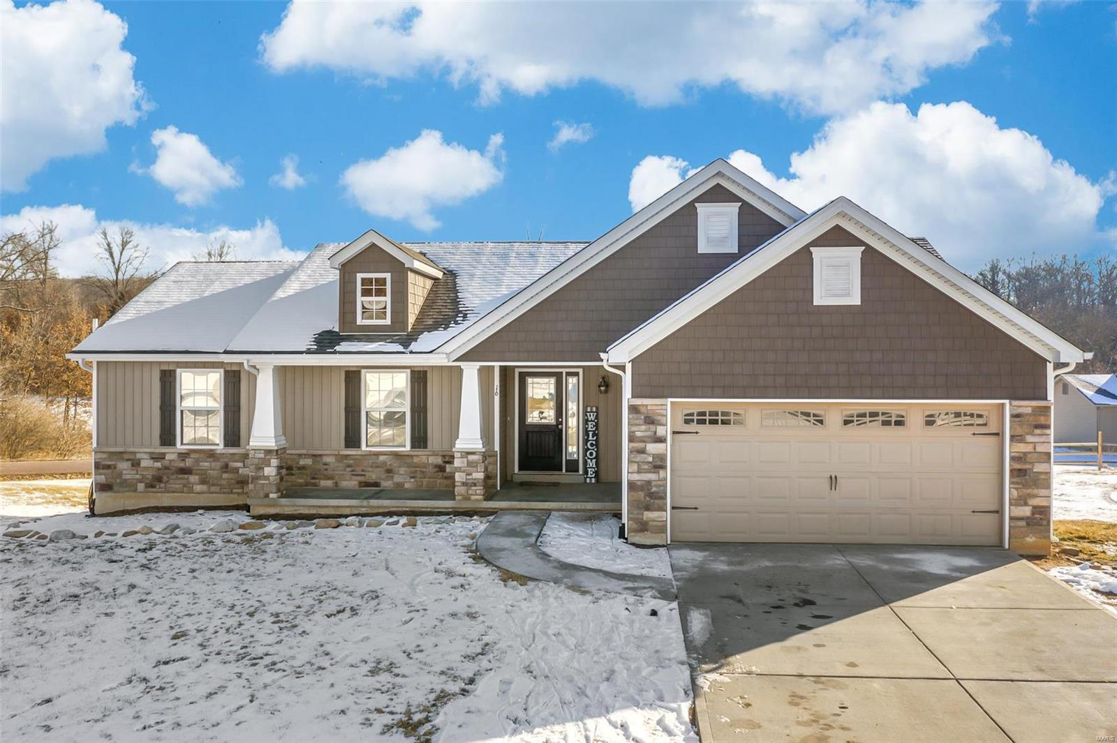 16 Hunters Pointe Drive Property Photo - Winfield, MO real estate listing