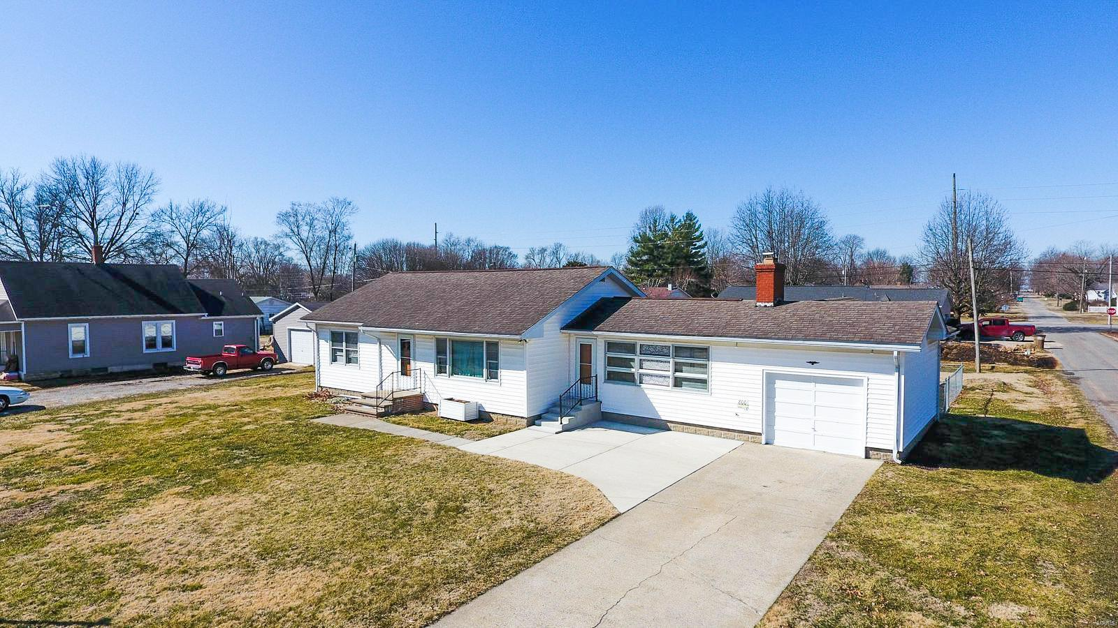 800 Abba Street Property Photo - Gillespie, IL real estate listing