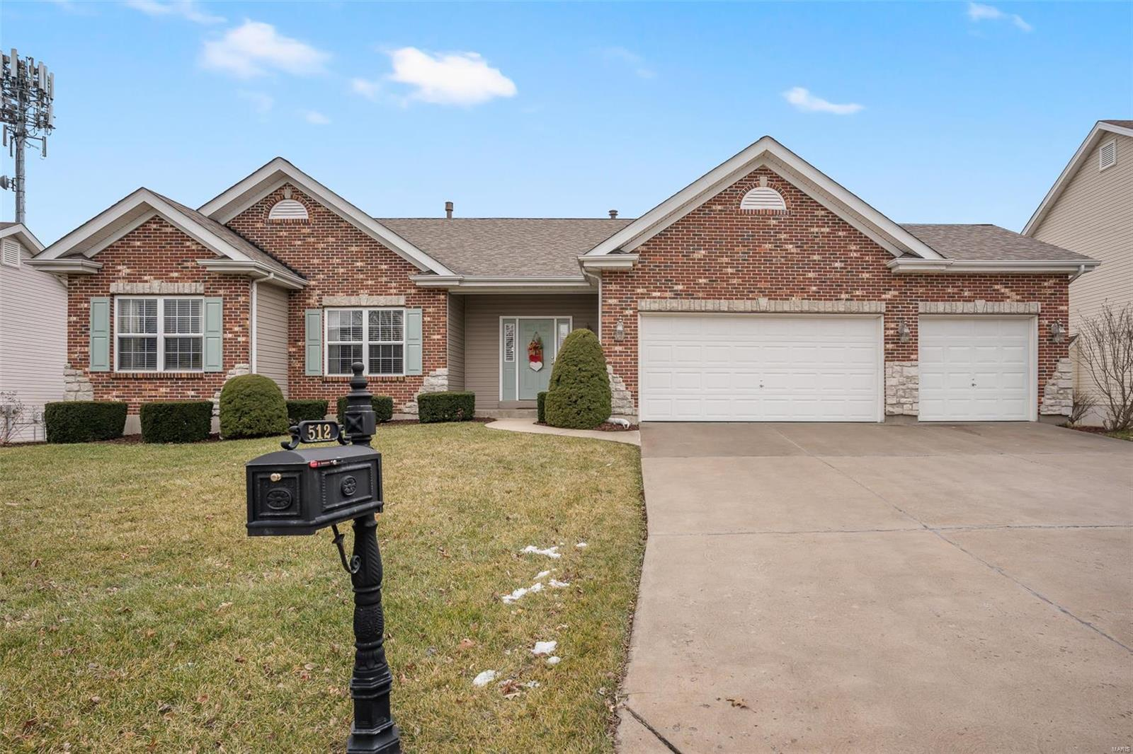 512 Legacy Pointe Drive Property Photo - St Peters, MO real estate listing