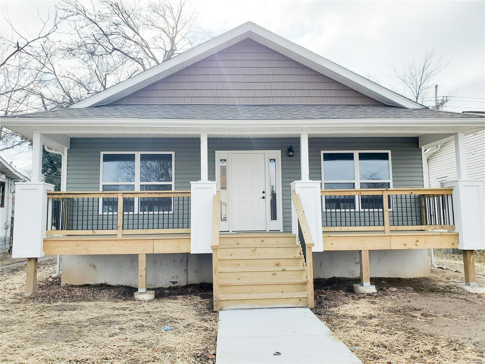 904 E Acton Avenue Property Photo - Wood River, IL real estate listing