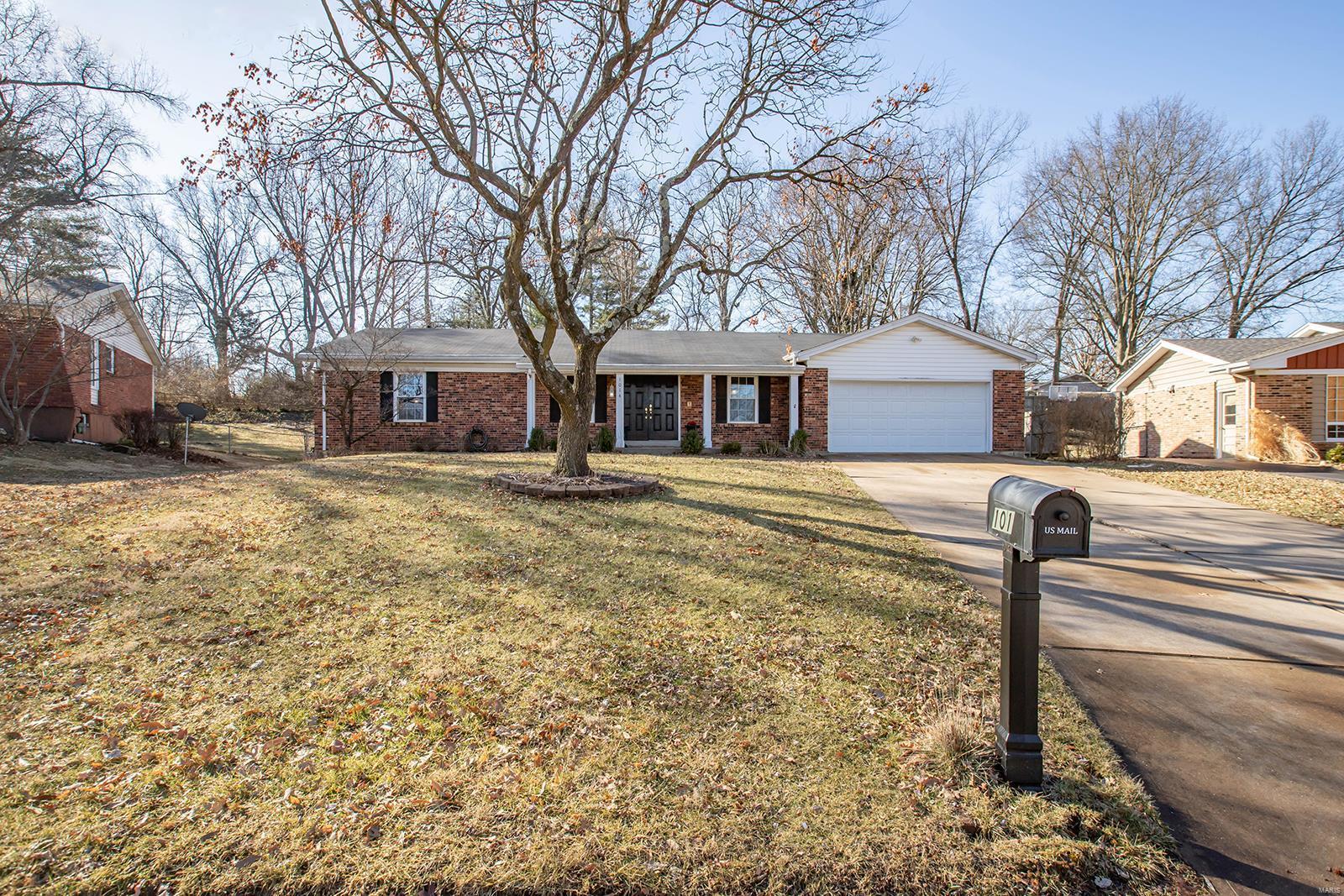 1014 Bedford Lane Property Photo - Ballwin, MO real estate listing