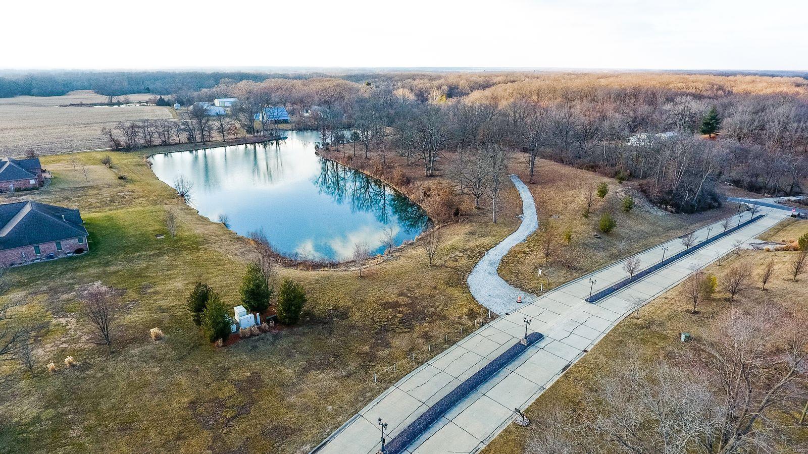 18463 Windy Hill Road Property Photo - Staunton, IL real estate listing