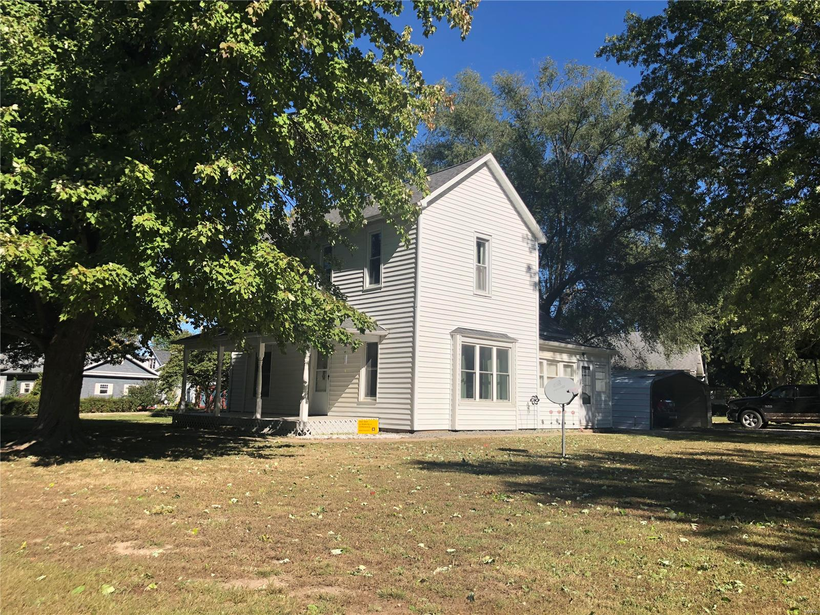 222 S College St Property Photo - Brownstown, IL real estate listing