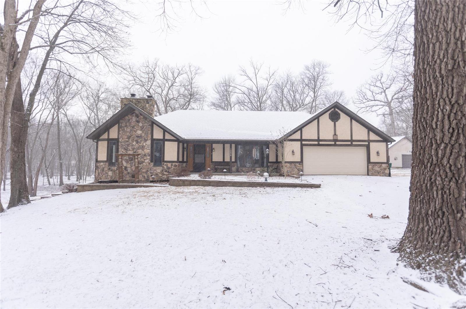 10870 Bee Hollow Road Property Photo - Marissa, IL real estate listing