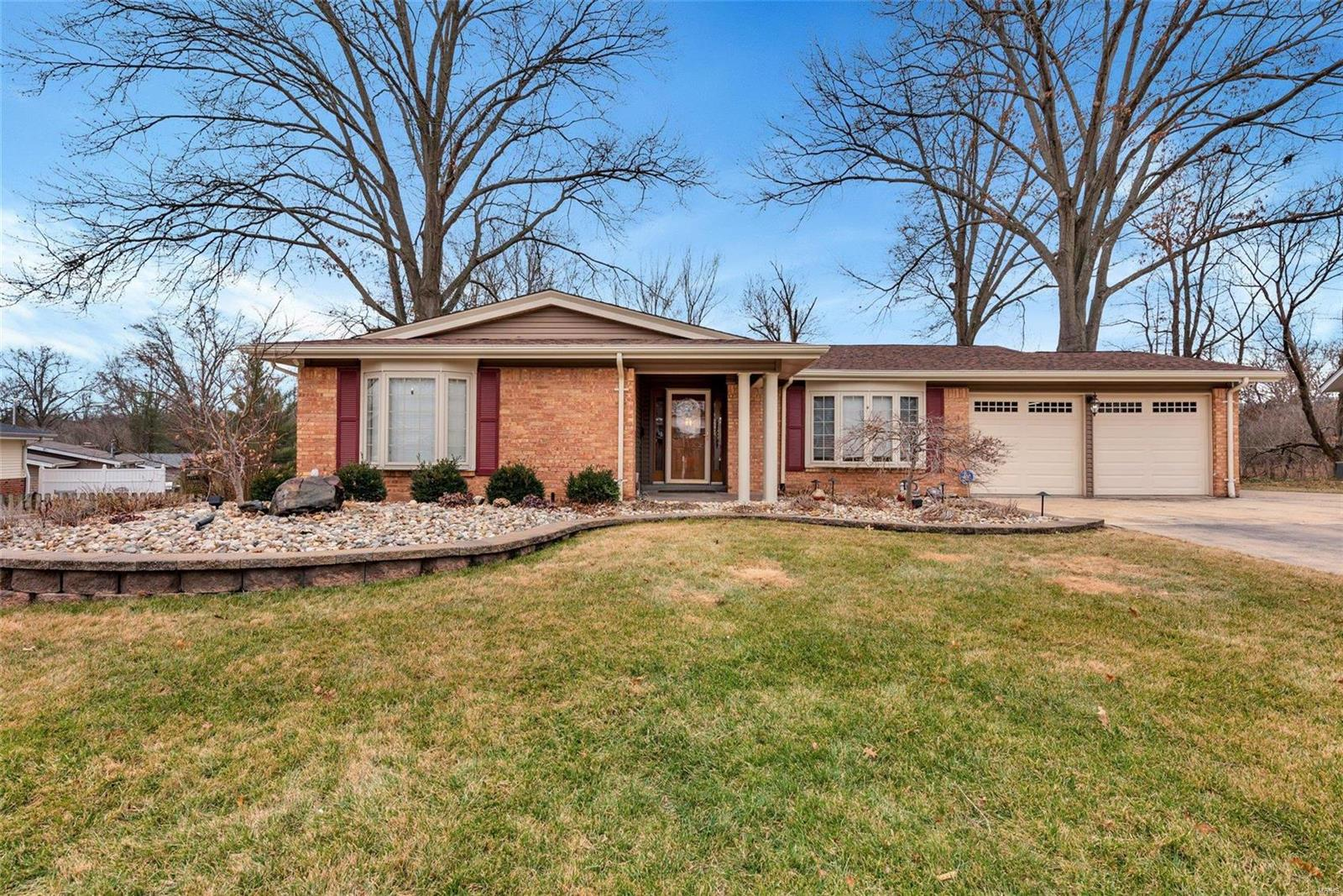 101 Little Hill Property Photo - Ballwin, MO real estate listing
