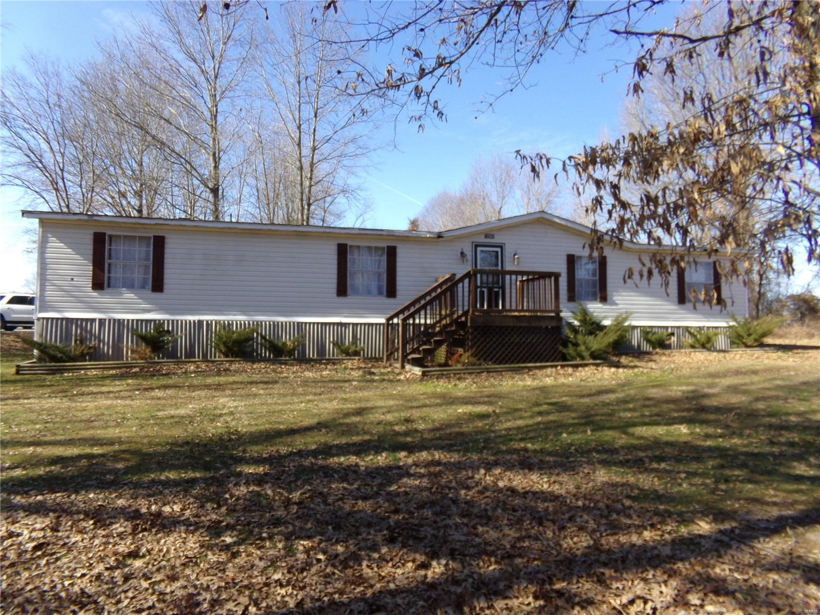1605 Hickory Lane Property Photo - Thompsonville, IL real estate listing